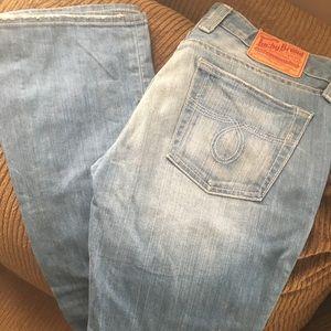 Light wash Lucky brand jeans.. slight bootleg